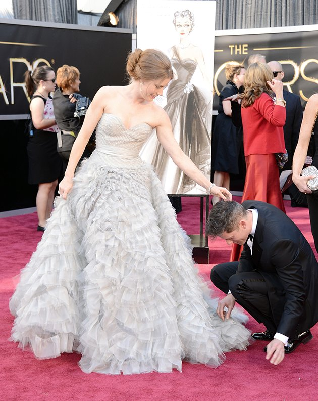 Oscars 2013 wardrobe malfunction: Amy Adams' dress almost falls apart