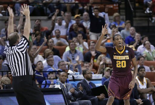 Minnesota outmuscles UCLA in 83-63 rout at NCAAs