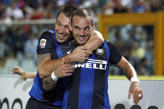 Inter Milan's Sneijder and Cassano celebrate after scoring against Pescara during their Italian Serie A soccer match in Pescara