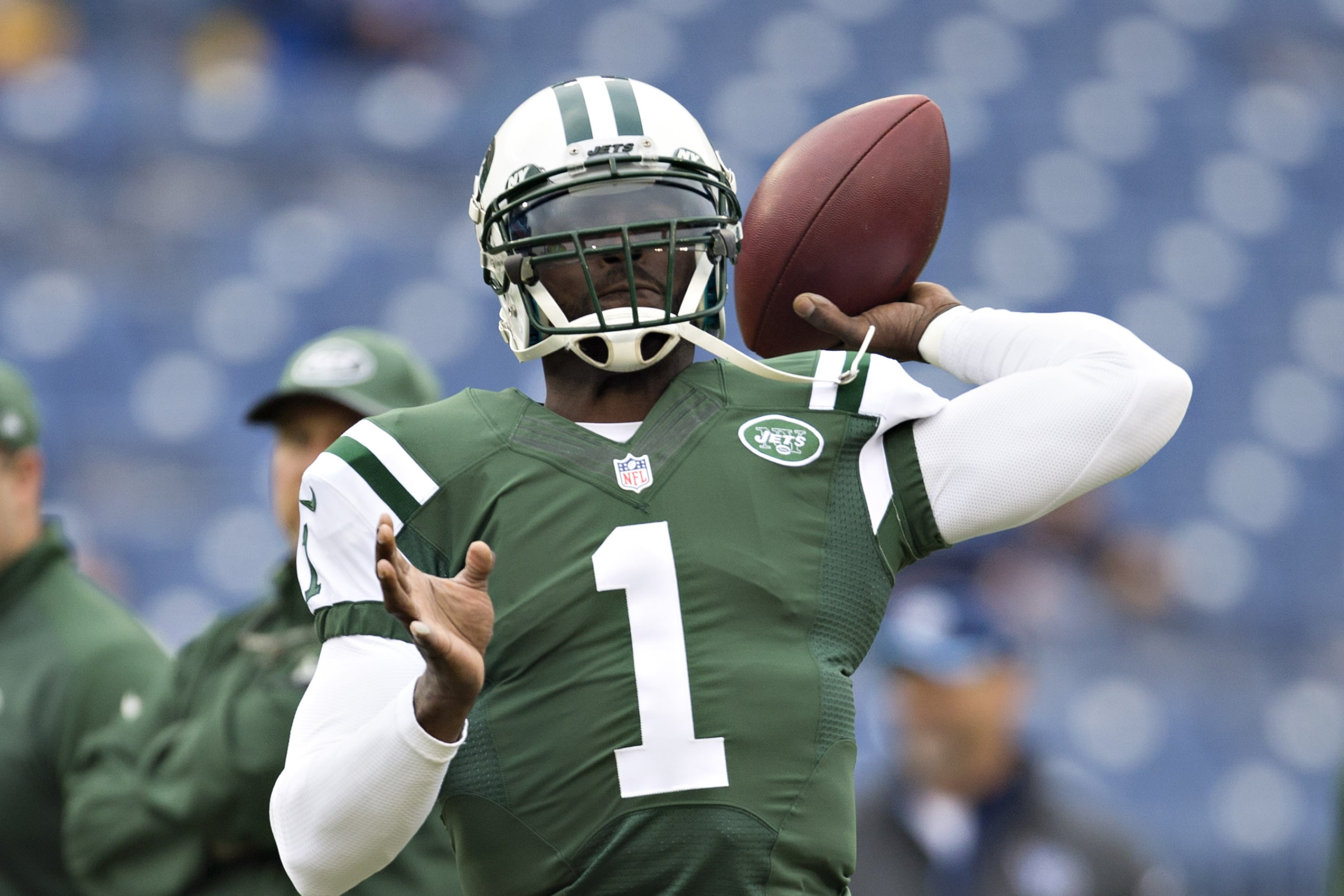 NASHVILLE, TN - DECEMBER 14: Michael Vick #1 of the New York Jets warming up before a game against the Tennessee Titans at LP Field on December 14, 2014 in Nashville, Tennessee. (Photo by Wesley Hitt/Getty Images)