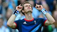 Le Britannique Andy Murray a fait exploser le public du central de Wimbledon, dimanche, en remportant la mdaille d&#39;or. Il a surclass le Suisse Roger Federer 6-2, 6-1 et 6-4