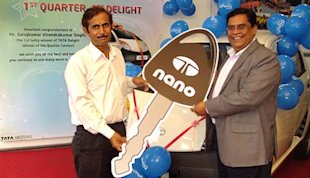 Anil Kapur, VP-Sales Commercial Vehicle Business Unit, Tata Motors handing over the Tata Nano key to Sarojkumar Singh