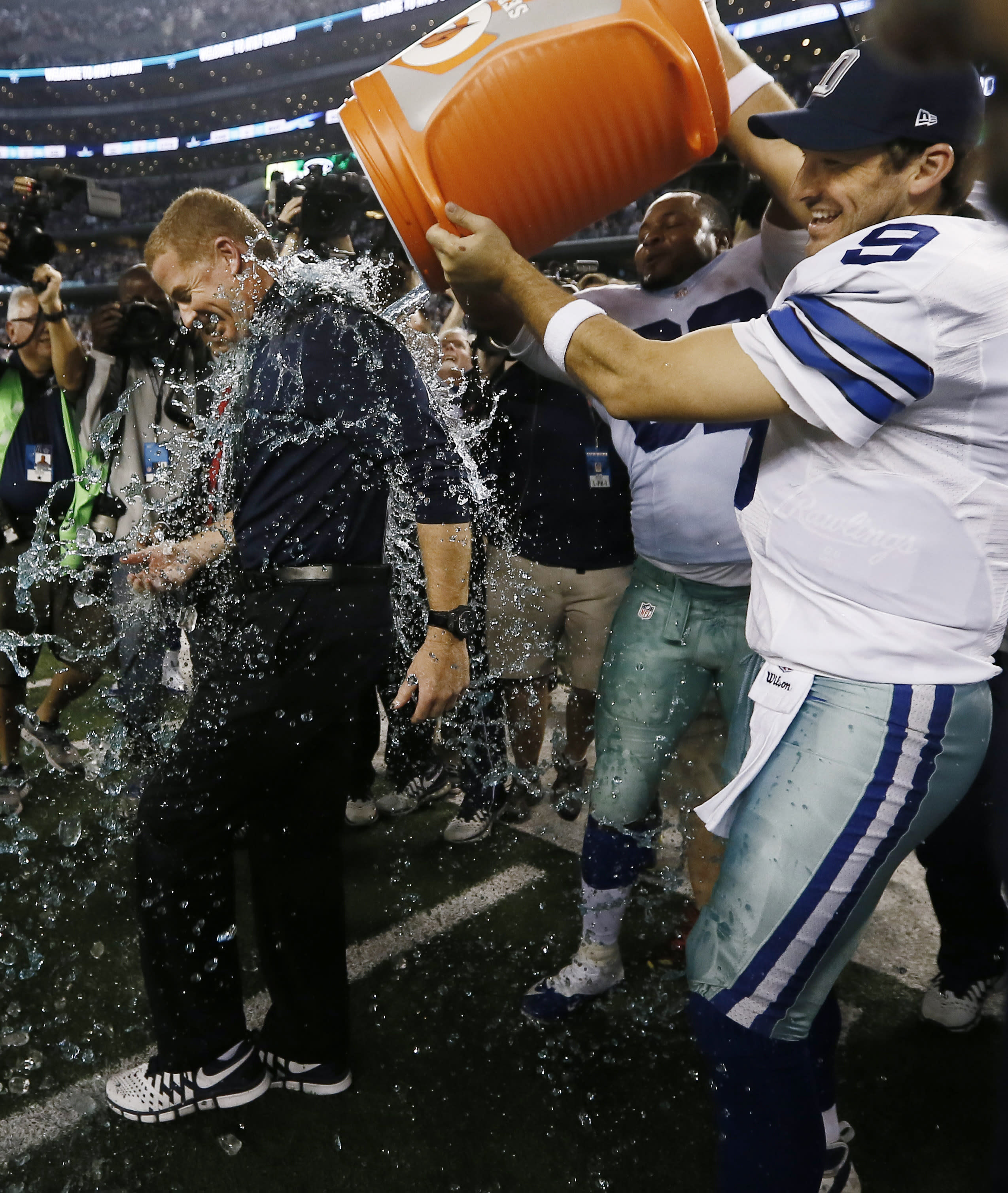 Romo, Cowboys reach playoffs in 42-7 rout of Colts