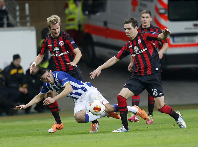 Frankfurt's Stefan Aigner, left, and Frankfurt's Johannes Flum, right, and Porto's Hector Herrera challenge for the ball during a Europa League round of 32 second leg soccer match between