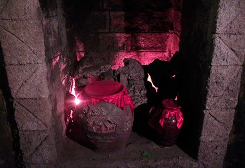 Không chỉ riêng rượu vang mà rượu gạo đặc sản của Việt Nam cũng được nấu tại Bà Nà và cất giữ trong hầm, vừa để phục vụ cho giới sĩ quan Pháp và cả những người Việt thượng lưu thời bấy giờ. Hầm có 14