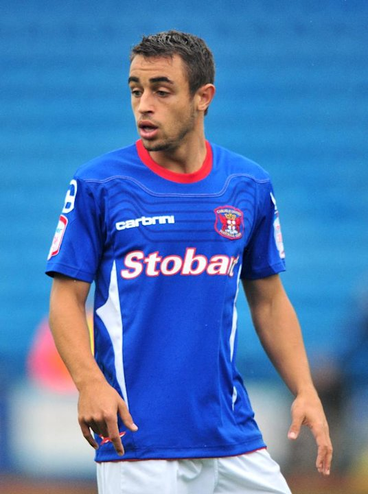 Former Carlisle midfielder Tom Taiwo has joined Hibernian