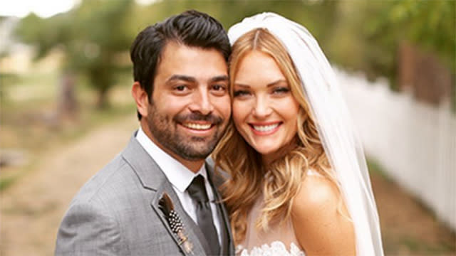 'DWTS' Alum Amy Purdy Marries Longtime Boyfriend Daniel Gale in Beautiful Bohemian Wedding