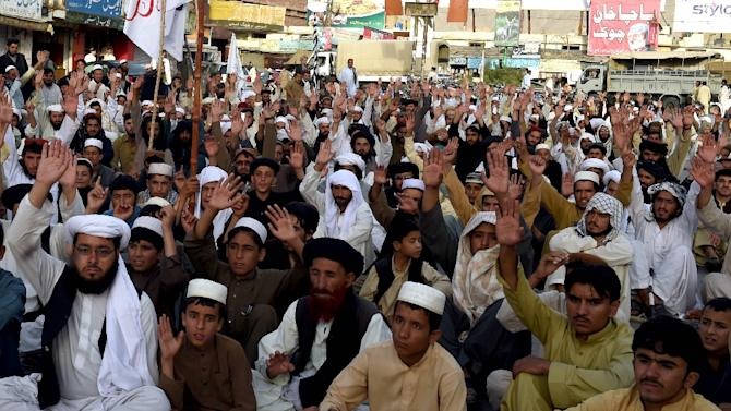Pakistan members of Jamiat Nazriati party march in a rally to pay tribute to Afghanistan's deceased Taliban chief Mullah Omar, in Quetta on August 2, 2015