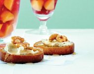 gorgonzola walnut toast appetizer