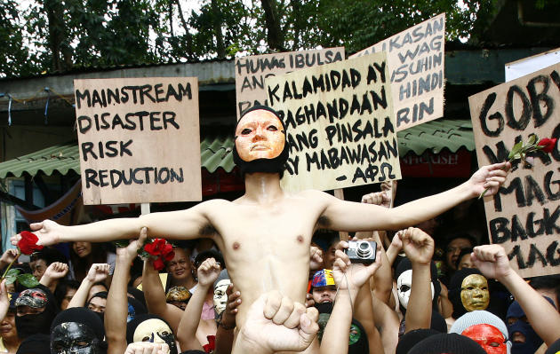 "QUEZON CITY, Dec. 13, 2013 (Xinhua/IANS) -- The crowd cheer as a naked student member of the Alpha Phi Omega fraternity is lifted by his colleagues during the 36th annual ""oblation run"" to u"