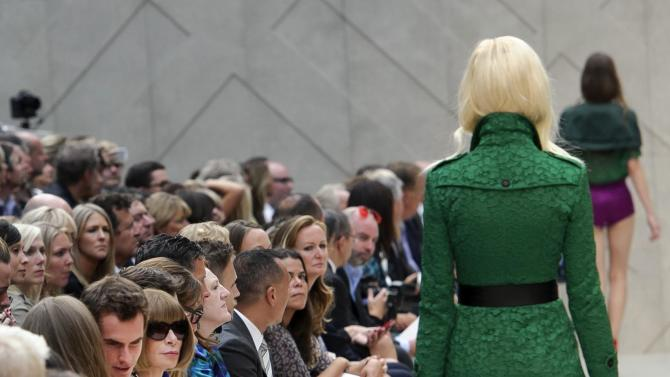 British tennis player Andy Murray, seated next to American Vogue's editor-in-chief Anna Wintour, and his partner Kim Sears watch as a model wears a design by Burberry Prorsum Spring/Summer 2013 collection during London Fashion Week, Monday, Sept. 17, 2012. (AP Photo/Jonathan Short)