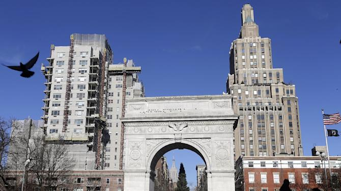 Pedestrians pass the arch in Washington Square park Thursday, Jan. 10, 2013, in New York. A man accused of keeping bomb-making materials in his Greenwich Village apartment told acquaintances that he planned to blow up the Washington Square park arch police said Thursday. (AP Photo/Frank Franklin II)