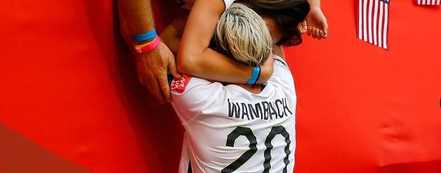 Wambach kisses wife in poignant Cup moment