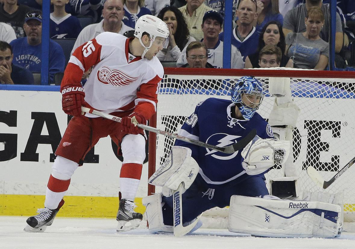 Lightning rebound to even series against Red Wings