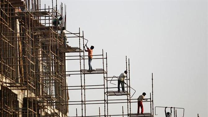 Labourers work at the construction site of a commercial complex in New Delhi November 20, 2013. REUTERS/Anindito Mukherjee/Files