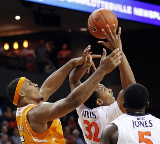 Virginia outlasts Tennessee 46-38