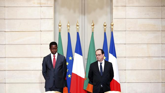French President Francois Hollande and Zambia's President Edgar Lungu attend a signing ceremony at the Elysee Palace in Paris