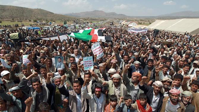 Yemeni protesters march during a demonstration organized by the Shiite Huthi movement to demand the government to rescind a decision to curb fuel subsidies on August 20, 2014, some 10 kilometres (six miles) from Sanaa International Airport