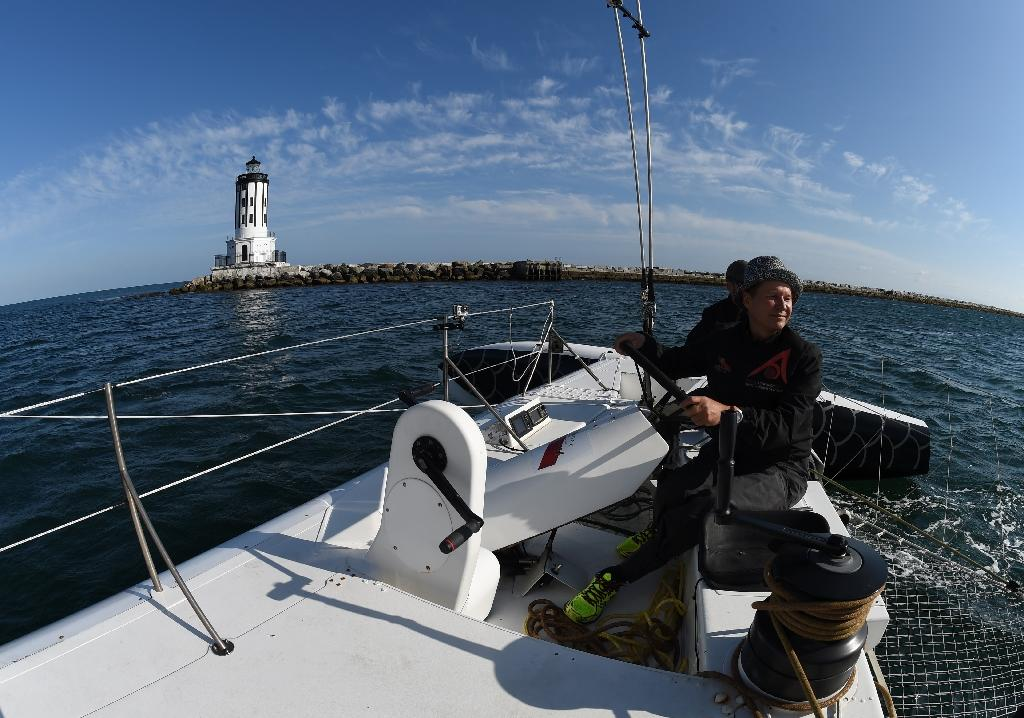French adventurer seeks Pacific record with 'flying' boat