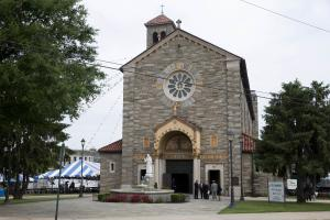 Mourners arrive at St. Anthony of Padua Roman Catholic …