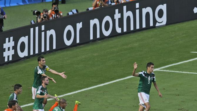Mexico blames ref for extending 2nd-round curse