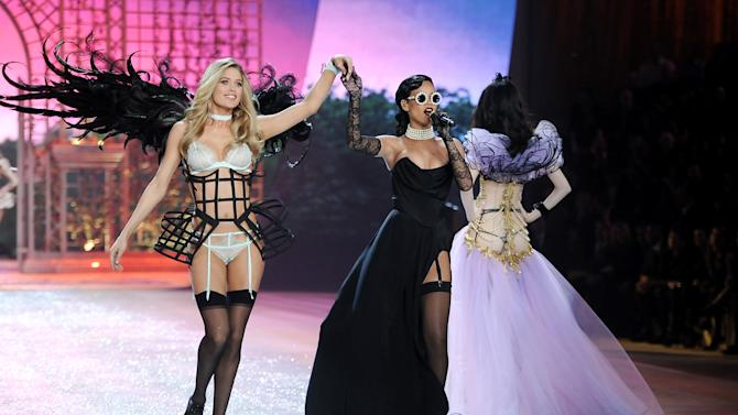 Singer Rihanna, right, performs while model Doutzen Kroes walks the runway during the 2012 Victoria's Secret Fashion Show on Wednesday Nov. 7, 2012 in New York. The show will be Broadcast on Tuesday, Dec. 4 (10:00 PM, ET/PT) on CBS. (Photo by Evan Agostini/Invision/AP)