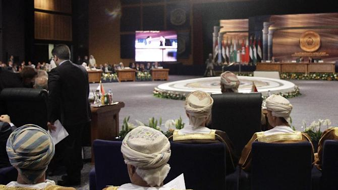 The Omani delegation, foreground, attends an Arab foreign ministers meeting in Sharm el-Sheikh, South Sinai, Egypt, Sunday, March 29, 2015. Arab League member states at a summit in this Red Sea resort have agreed to form a joint inter-Arab military peacekeeping force. (AP Photo/Ahmed Abdel Fatah, El Shorouk Newspaper)