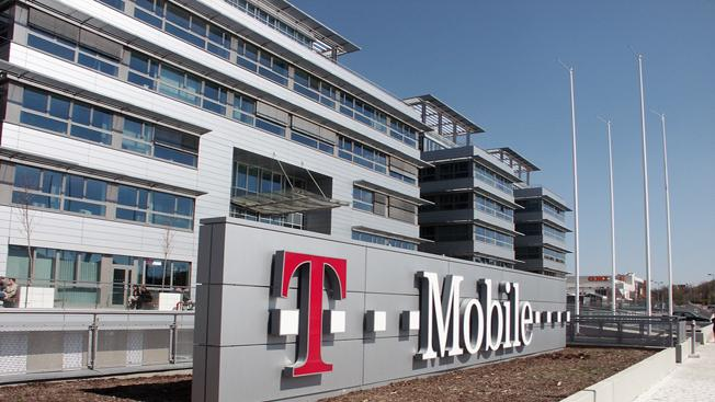 Wireless price war heats up as T-Mobile hits back at Sprint