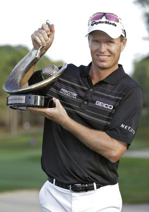 John Senden, of Australia, holds up the trophy after winning Valspar Championship golf tournament at Innisbrook, Sunday, March 16, 2014, in Palm Harbor, Fla. (AP Photo/Chris O'Meara)