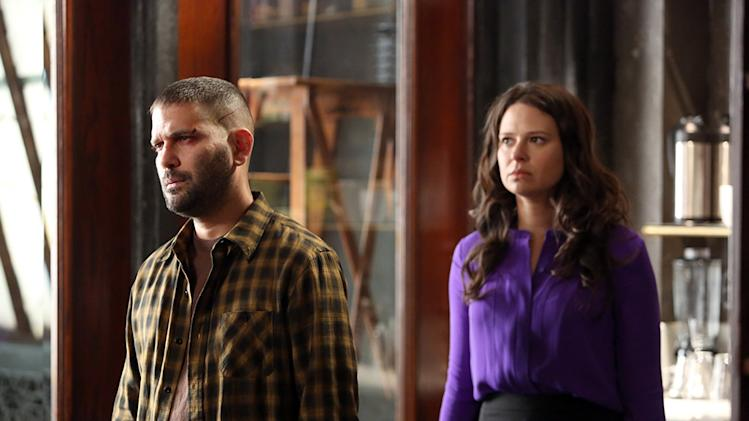 """Scandal"" -- ""Truth or Consequences"" GUILLERMO DIAZ, KATIE LOWES"