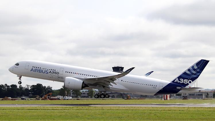 First flight of Airbus A350 reopens wide-body race