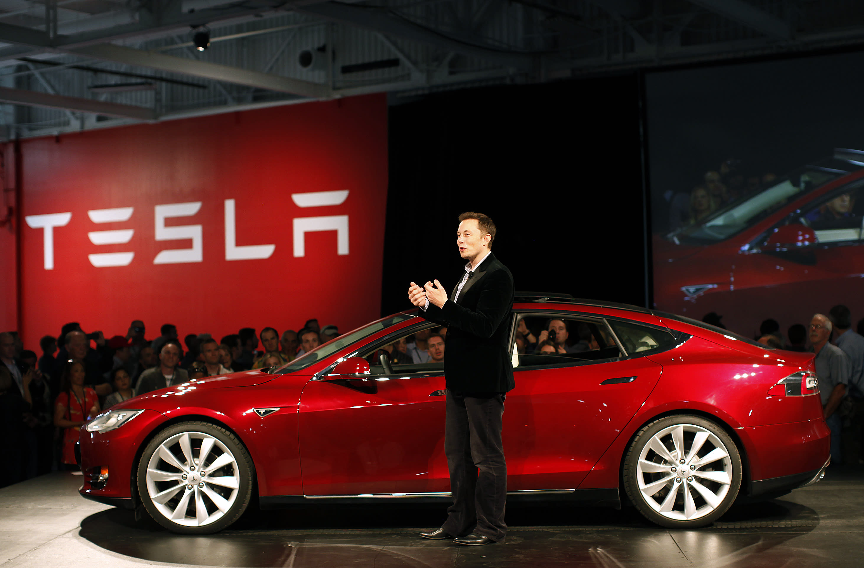 Before Elon Musk talked to Google about buying Tesla, the car maker admitted that it was running out of money