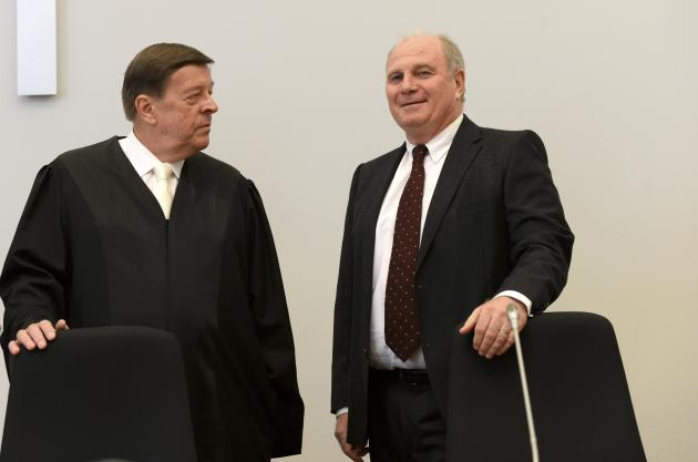 Bayern Munich President Hoeness speaks with his lawyer Feigen before start of his trial for tax evasion at regional court in Munich