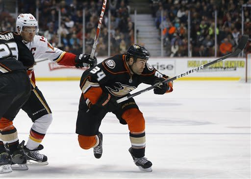 Ducks beat Flames at home for 16th straight time