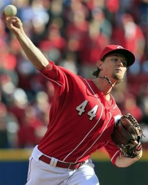 Lincecum, Giants top Reds 8-3, tying NLDS at 2-all