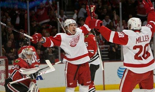 Blackhawks edge rival Wings 3-2