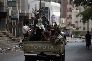 Armed Yemeni tribal gunmen from the Popular Resistance…