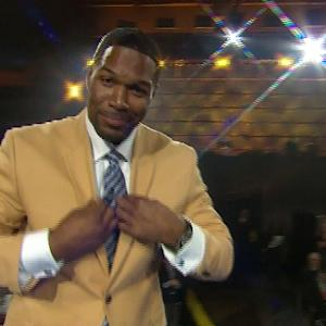 Former New York Giants defensive end Michael Strahan receives gold jacket