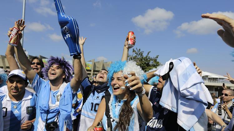 Argentine fans cheers as they arrive to attend the group F World Cup soccer match between Argentina and Iran at the Mineirao Stadium in Belo Horizonte, Brazil, Saturday, June 21, 2014. (AP Photo/Sergei Grits)