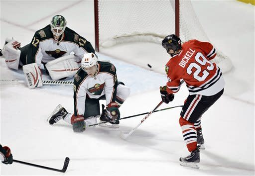 Blackhawks extend points streak with win over Wild
