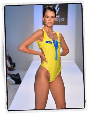 Una de las propuestas de A.Z. Araujo en la Mercedes-Benz Fashion Week Swim – Foto: Frazer Harrison | Getty Images