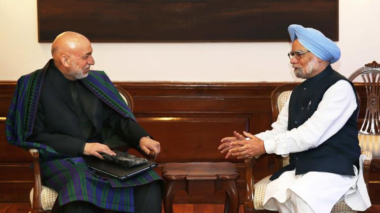 Singh talks to Karzai in New Delhi