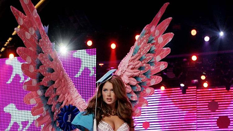 Doutzen Kroes walks the runway at the Victoria's Secret Fashion Show 2006 on CBS.