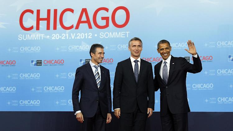 Norway Prime Minister Jens Stoltenberg, center, poses with NATO Secretary General Anders Fogh Rasmussen, left, and President Barack Obama on his arrival at the NATO summit in Chicago, Sunday, May 20, 2012. (AP Photo/Carolyn Kaster)