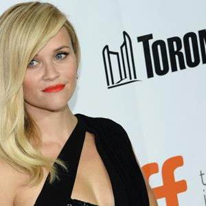 Witherspoon Brings Daughter to Refugee Camp