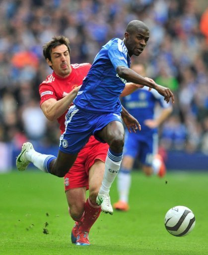 Chelsea's Ramires (R) evades the challenge of Liverpool's Jose Enrique