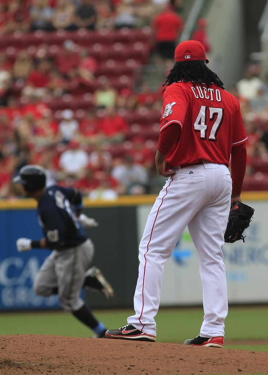 Cueto solid in return, lifts Reds over Brewers 5-1