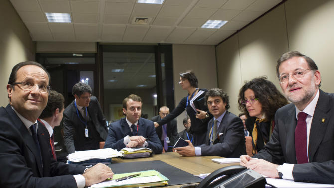 French President Francois Hollande, left, and Spain's Prime Minister Mariano Rajoy, right, participate in a bilateral meeting at an EU summit in Brussels on Thursday, Nov. 22, 2012. EU leaders begin what is expected to be a marathon summit on the budget for the years 2014-2020. The meeting could last through Saturday and break up with no result and lots of finger-pointing. (AP Photo/Bertrand Langlois, Pool)