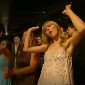 Taylor Swift's Dancing Makes Us Love Her Even More!