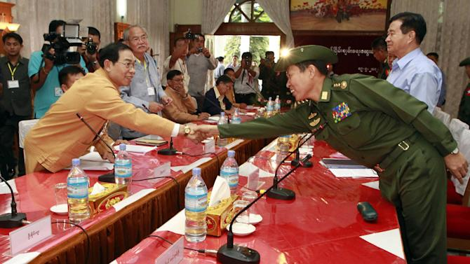 Lt. Gen. Ywet Sitt, left, leader of Shan State Army (SSA), and Gen. Soe Win, chief of Myanmar government negotiation group, shake hands during their meeting in Kengtung, eastern Shan State, Myanmar, Saturday, May 19, 2012. It was second round of peace talks between the government and Shan rebels. (AP Photo/Khin Maung Win)